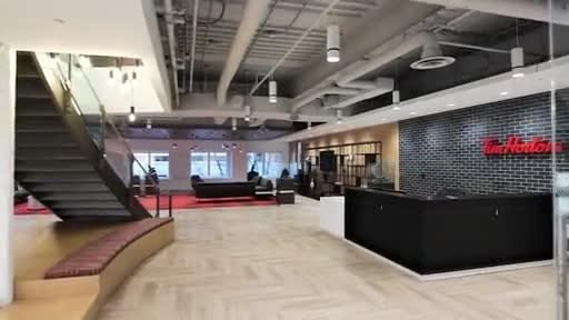 VIDÉO: Tim Hortons dévoile son nouveau siège social torontois, qui s'inspire de ses racines canadiennes. Crédit vidéo: A Frame Inc.