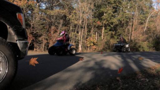 CPSC exhorta a los conductores a no usar vehículos todoterreno y cuatrimotos en carreteras en un nuevo anuncio de servicio público