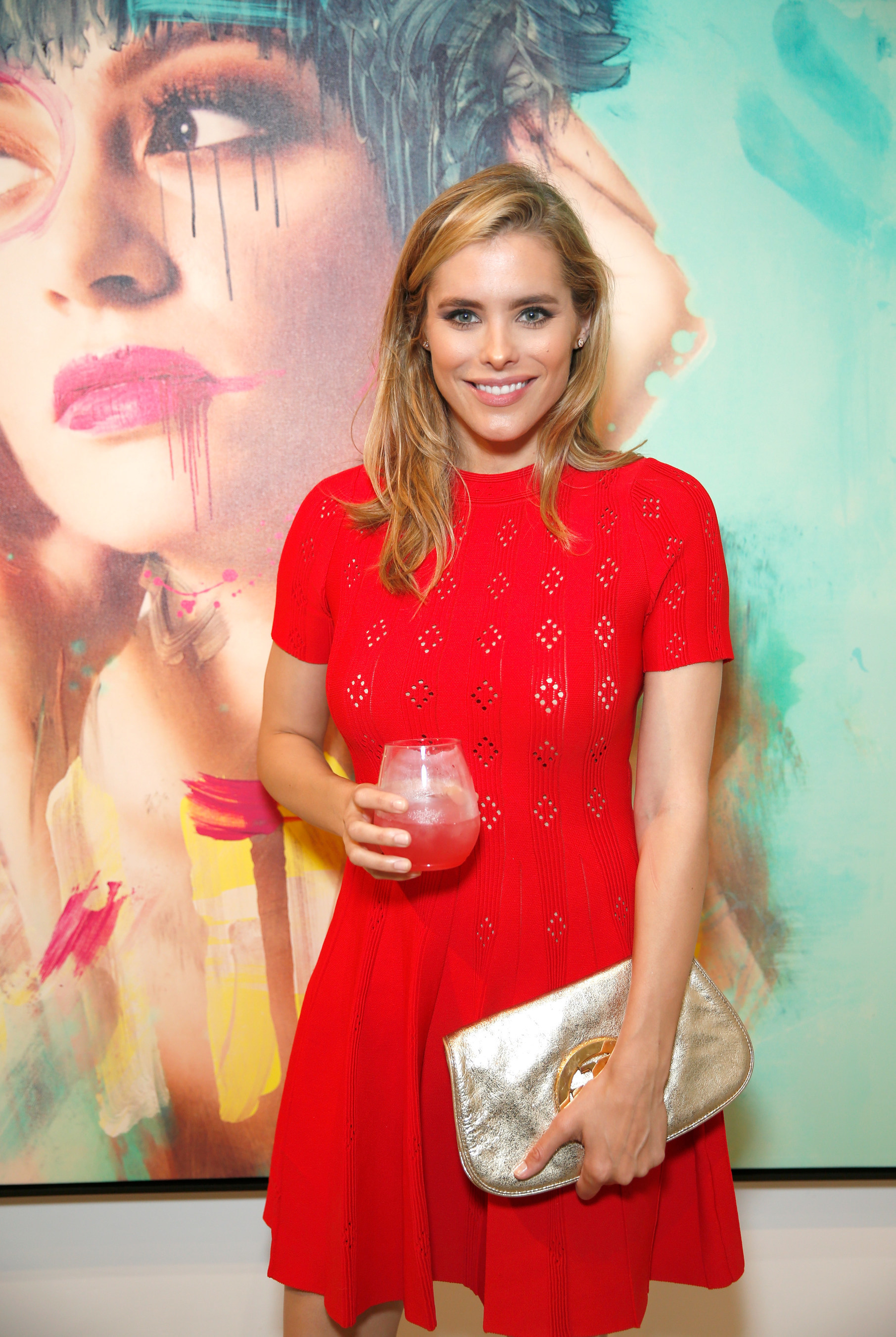 Actress Susie Abromeit from the hit Netflix series, Jessica Jones, sipped a VeeV signature cocktail while taking in the Meeting JASMIN fine art exhibition in Los Angeles, CA.
