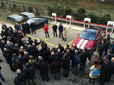 Opening ceremony of the new Tesla Supercharger in Pratteln (PRNewsFoto/Tesla) (PRNewsFoto/Tesla)