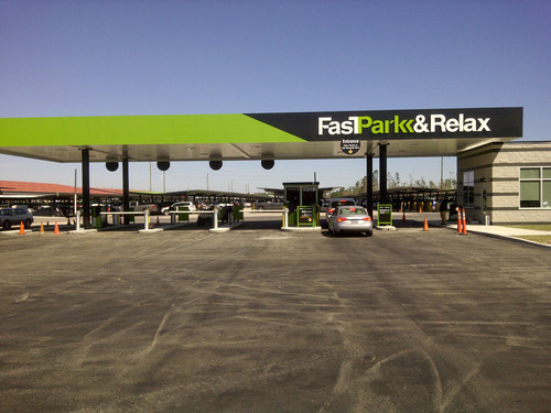 Fast Park unveils its new entrance and exit plaza in Houston. (PRNewsFoto/Fast Park) (PRNewsFoto/FAST PARK)