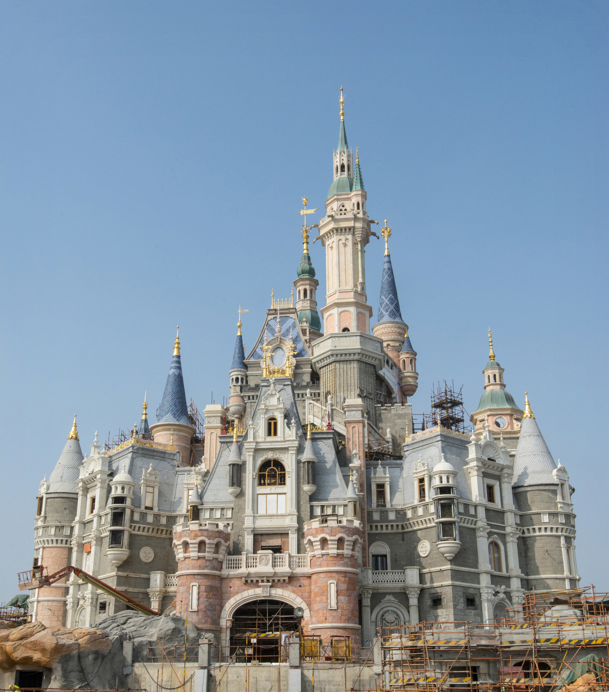 At Shanghai Disneyland, Disney stories will come to life at the tallest, largest and most interactive castle at any Disney theme park. It will offer immersive attractions, dining, shopping and spectacular entertainment, and will be the first castle in a Disney theme park that represents all the Disney princesses.