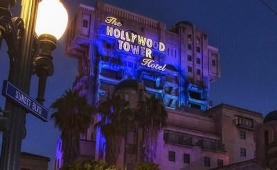 """CELEBRACIÓN DE LA VISITA FINAL A LA TWILIGHT ZONE(TM) TOWER OF TERROR (ANAHEIM, California) - Los visitantes disfrutaran la Twilight Zone Tower of Terror(TM) y su horripilante aventura durante la celebracion de la """"visita"""" final, en la temporada de Halloween en el Disneyland Resort. La fantasmal temporada de Halloween regresa al Disneyland Resort en 2016 del 9 de septiembre al 31 de octubre. La ultima oportunidad de los visitantes de disfrutar la tetrica atraccion es el 2 de enero de 2017, en el Disney California Adventure Park. (Paul Hiffmeyer/Disneyland) (PRNewsFoto/Disneyland Resort)"""