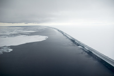 Ross Ice Shelf, world's largest body of floating ice | (C) Delphine Aures - Oceanwide Expeditions