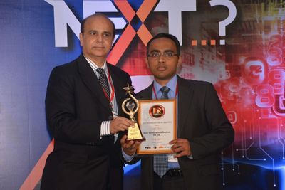 Spire receiving award for 'Best Technology in HR Analytics' at 24th World HRD Congress, 2016, Mumbai