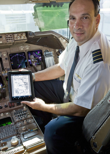 United announced that it is converting to paperless flight decks and deploying 11,000 iPads to all United and Continental pilots.  (PRNewsFoto/United Continental Holdings, Inc.)