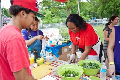 State Farm Community Specialist Naomi Johnson joined LISC staff and community partners to demonstrate a healthy kale salad recipe for concertgoers at the inaugural State Farm Neighborhood Sessions event in the Bronx. The event highighted LISC NYC's work to create healthier communities.