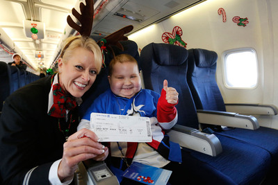 """United Airlines employees make the holidays a little brighter for kids in need with Fantasy Flights to the """"North Pole.""""  (PRNewsFoto/United Airlines)"""