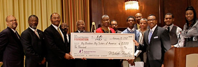 Celebrating a $10,000 donation to Big Brothers Big Sisters of America from nationally syndicated radio host Michael Baisden from left to right: Archie Burks, National Mentoring Brothers in Action Partnership Chair for Kappa Alpha Psi; Thomas L. Battles, Jr., Senior Vice Grand Polemarch, Kappa Alpha Psi; Max Miller, Co-Chief Executive Officer, Big Brothers Big Sisters of America; Dr. Andrew A. Ray, National President, Omega Psi Phi Fraternity, Inc.; Dale Long, Alpha Phi Alpha National Partnership Chairman; Janice McKenzie-Crayton, President and CEO, Big Brothers Big Sisters of Metro Atlanta; Mark Scott, Director of African American Mentoring, Big Brothers Big Sisters of  America; Christian, Little Brother; Anthony Herrington, Supply Chain Manager for Nike Inc. and Chair of the Black Employee & Friends Employee Network; William Phillips, Kappa Alpha Psi Big Brother; Nationally Syndicated Radio Host Michael Baisden; Professional Violinist and former Little Brother, Richmond Punch; and Chabre Vickers, Director of Community Relations and Diversity Programs, Big Brothers Big Sisters Columbia Northwest.  (PRNewsFoto/Big Brothers Big Sisters)