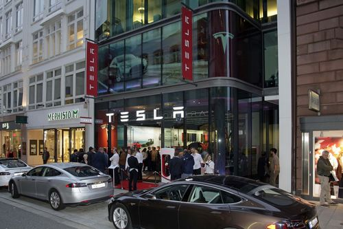 The new Tesla store in Hamburg. (PRNewsFoto/Tesla Motors)