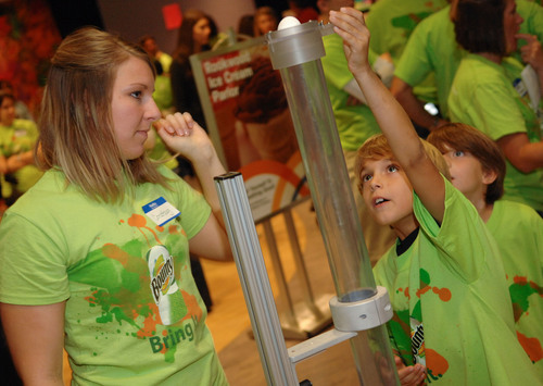 Bounty Gives Back With a Day of Science Activities at the Cincinnati Museum Center at Union