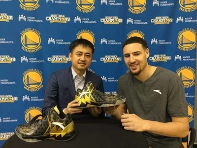 Ding Shizhong, Chairman and CEO of ANTA Sports with endorser Klay Thompson