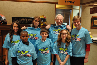 Student Ambassadors from Fuel Up to Play 60, the nation's largest in-school wellness program, met with Warren Buffett in Omaha, Neb. on May 3 to discuss their entrepreneurial ideas to lead healthy change in their schools. The five students were awarded GENYOUth Foundation's AdVenture Capital grants to help give their classmates greater access to healthy food and physical activity in school.  (PRNewsFoto/GENYOUth Foundation)