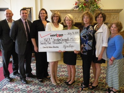 Verizon Wireless awards $25,000 grant to fund intensive counseling services for YWCA of Greater Cincinnati. (PRNewsFoto/Verizon Wireless)
