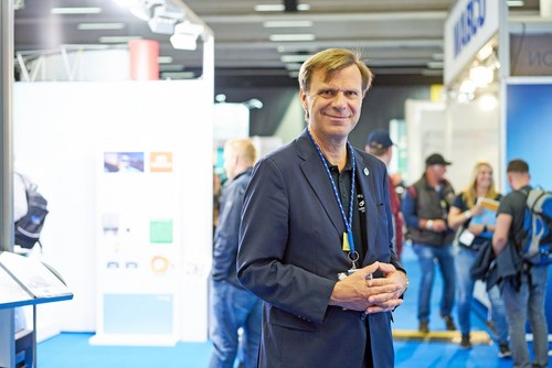 "EUROPART CEO Pierre Fleck welcomed more than 3,500 visitors to the first EUROPART in-house exhibition ""EUROPART BESTZEIT"" on July 2, 2016. With more than 2,500 square meters of exhibition space ""EUROPART BESTZEIT"" is the biggest event of its kind in the commercial vehicle spare parts industry. (PRNewsFoto/EUROPART Holding GmbH)"