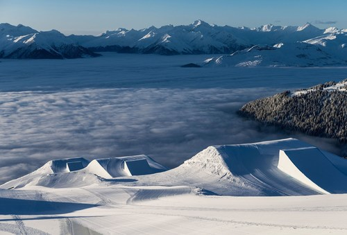LAAX opens up new perspectives. With the opening of the 10th gondola - La Siala - the revolution on the ...