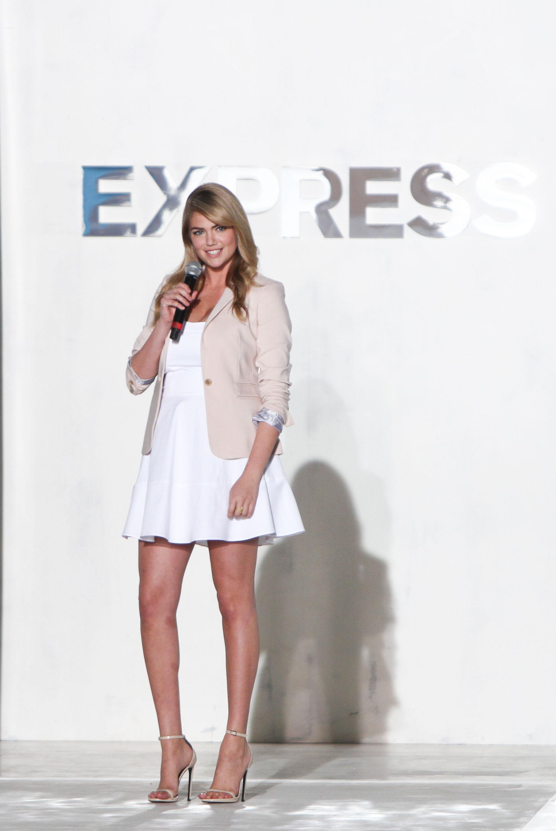 Supermodel Kate Upton hosts EXPRESS Runway Show in South Beach. (PRNewsFoto/EXPRESS, Inc.) (PRNewsFoto/EXPRESS, INC.)