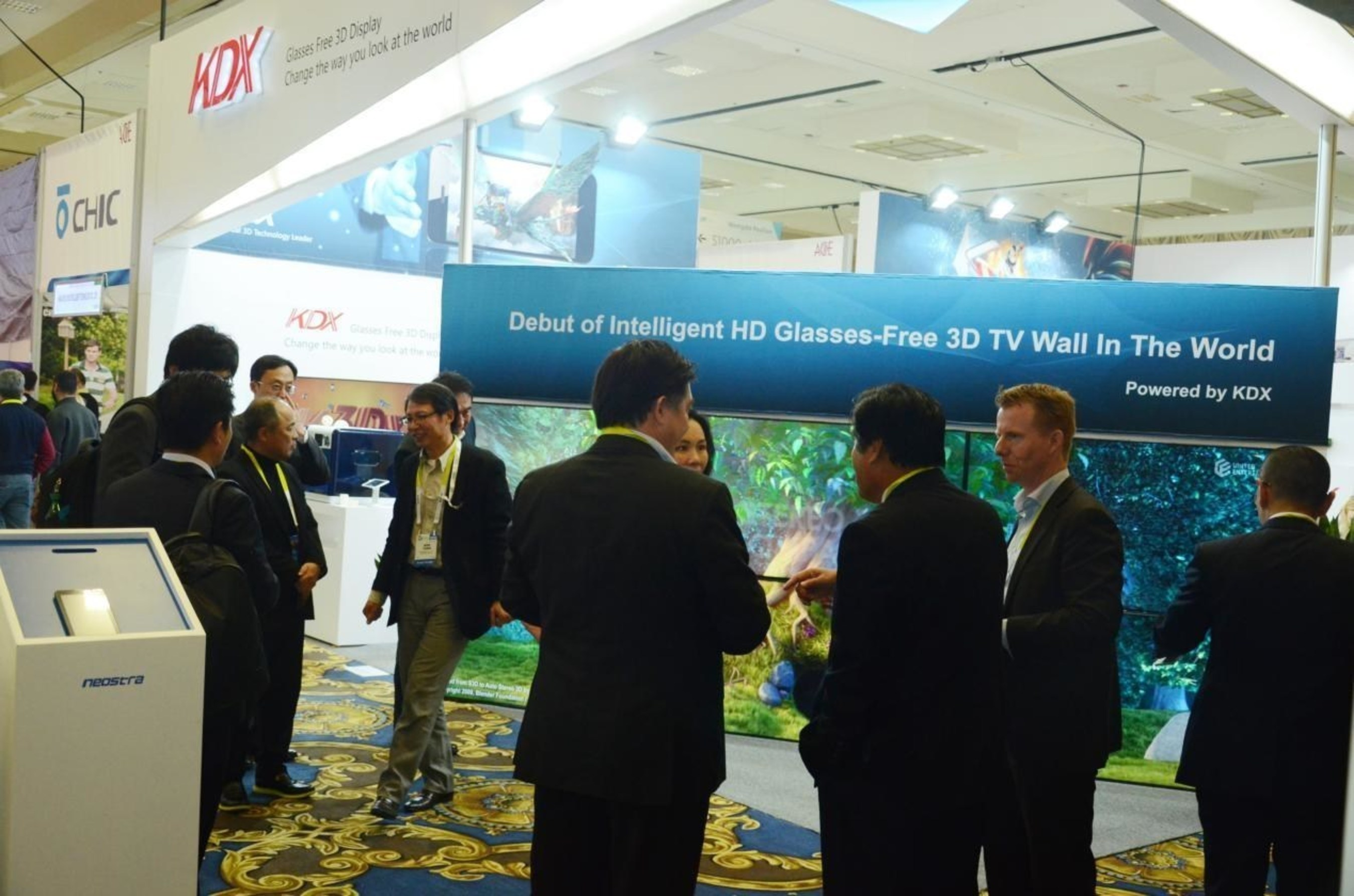 Debut of intelligent HD glasses-free 3D TV wall attracted much attention