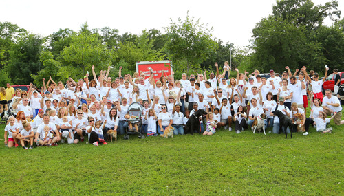 Upsher-Smith Teams up with EFMN for 2013 Stroll for Epilepsy.  (PRNewsFoto/Upsher-Smith Laboratories, Inc.)