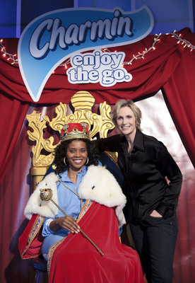 Jane Lynch crowns Alabama's Iris Hill 'Queen of Go Nation' at the fifth annual Charmin Restrooms in NYC on December 29.  Iris beat out four other semi-finalists in the two-month national competition for the $50,000 prize. (Photo: Talisman Brolin/TalismanPhoto).  (PRNewsFoto/P&G/Charmin)