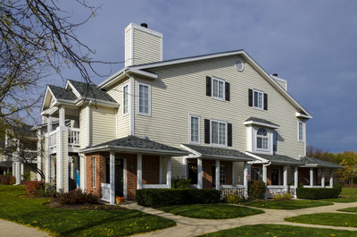 Arbors of Brookdale, Naperville IL: 281 Garden Style Apartments homes situated on 26 acres with 2 reflecting ponds
