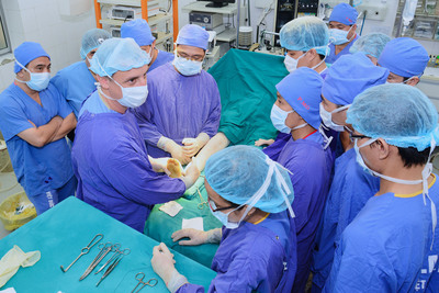 AOFAS volunteer Aaron J. Guyer, MD, trains orthopaedic residents at Viet Duc Hospital in Hanoi. (Photo: Paul Docktor, MD, Denver)