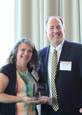 Brookdale Yreka Executive Director Monique Dixon receives California Assisted Living Association's Advocate of the Year award from Rick Jensen, Vice President of the CALA Board of Directors.