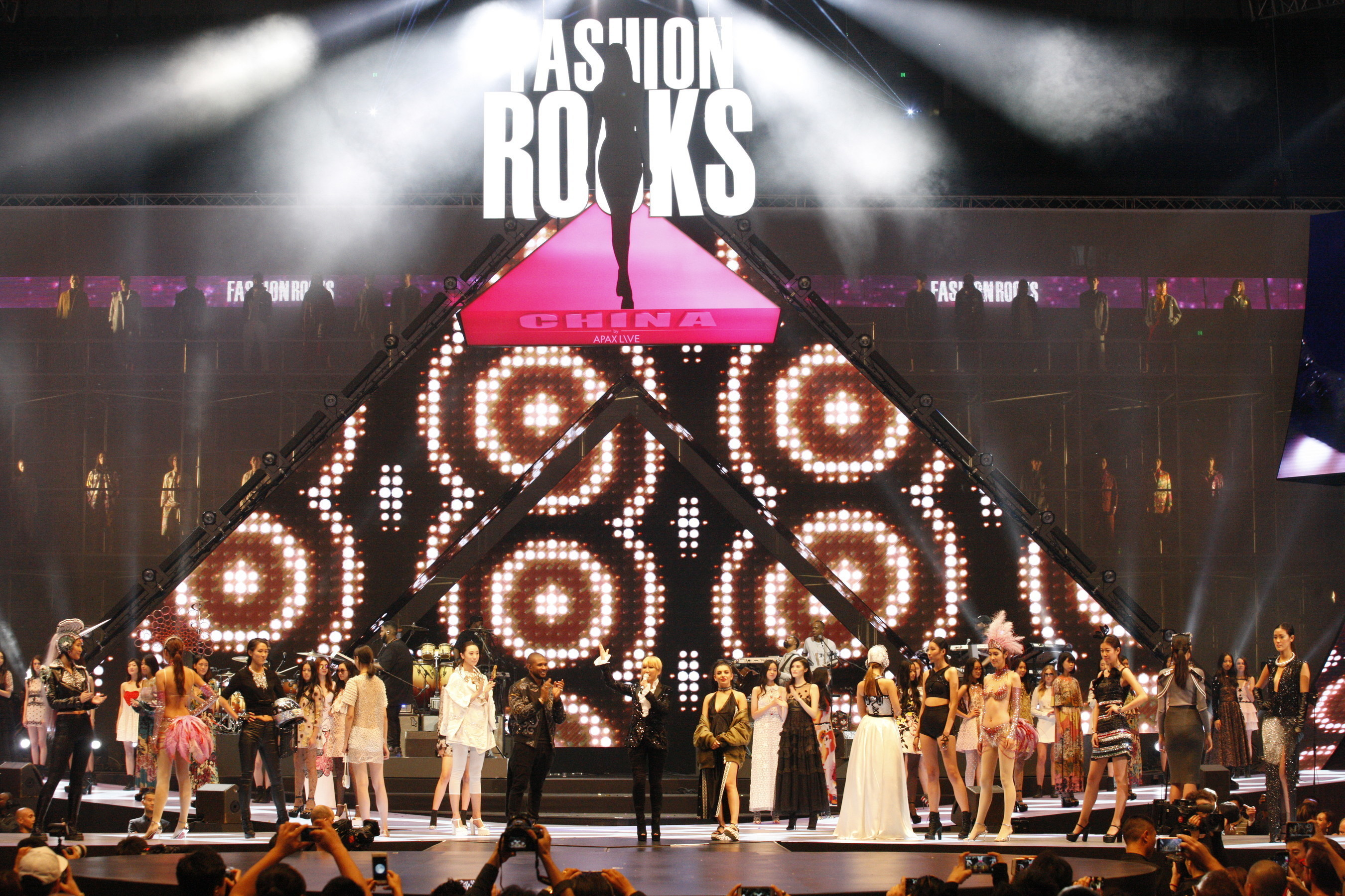 Usher, CoCo Lee, Charli XCX on Stage for Finale, Shanghai, 14th Oct 2016, First Fashion Rocks in Asia presented by APAX LIVE