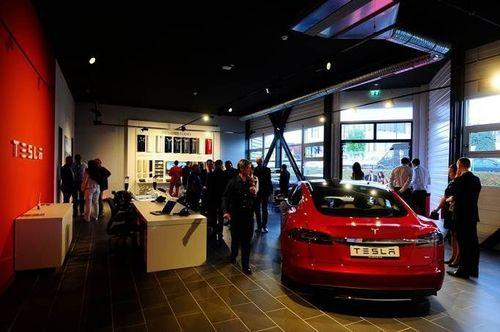 Tesla opens new service Center in Geneva (PRNewsFoto/Tesla Motors)