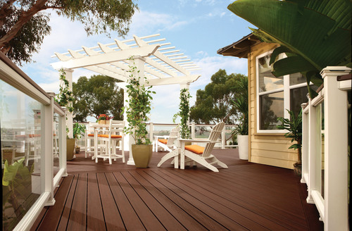 Engineered with an exclusive low-sheen, high-traffic formulation, Trex Transcend decking combines a finish that  ...