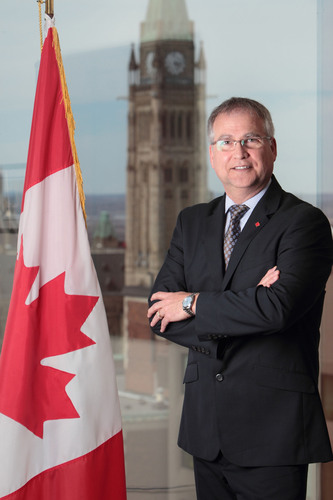 Gary Goodyear, Canadian Minister of State, Science and Technology.  (PRNewsFoto/UBM Canon)
