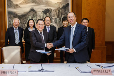 Mr. Stanley Cheung, Executive Vice President and Managing Director, The Walt Disney Company, Greater China and Mr. Li Jinzhao, General Manager of Shanghai Lujiazui Finance And Trade Zone Development Co., Ltd sign the agreement to build mainland China's first Disney Store in Shanghai.  (PRNewsFoto/The Walt Disney Company)