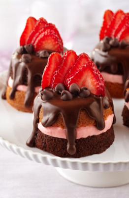 Mini California Strawberry and Chocolate Party Cakes.