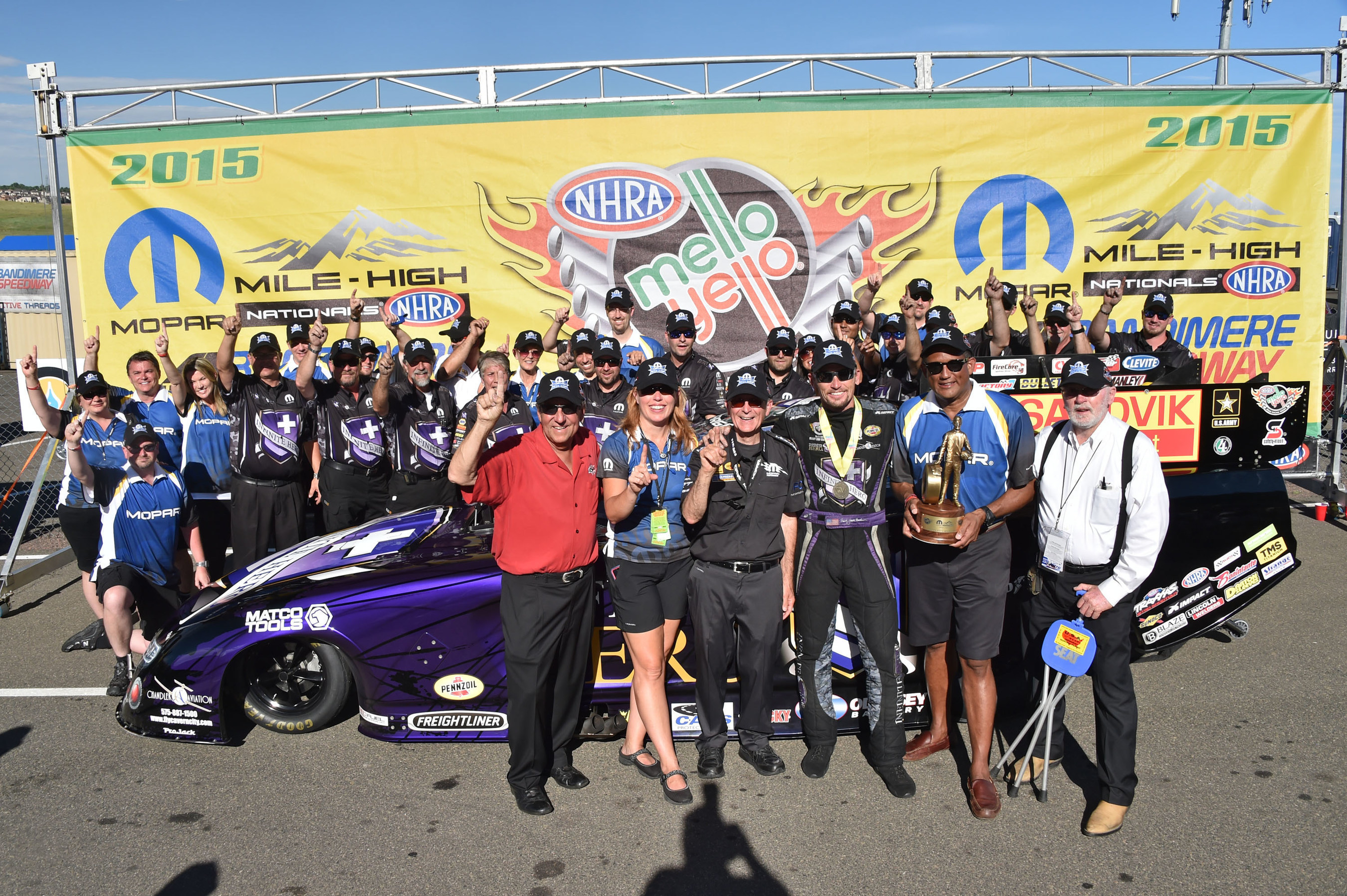 Jack Beckman drives Infinite Hero 2015 Dodge Charger R/T to win at Mopar Mile-High NHRA Nationals.