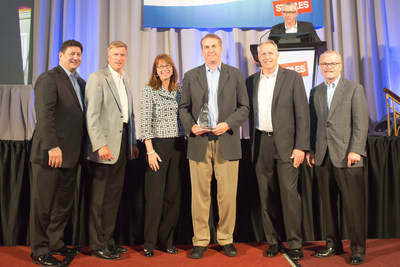 Staples senior executives present Product Innovation Award to Zonoff CEO, Mike Harris. Left to right: Demos Parneros, President, North American Stores & Online; Joe Doody, Vice Chairman; Shira Goodman, President, North American Commercial; Mike Harris - CEO, Zonoff; Mike Edwards, Executive Vice President, Merchandising; Ron Sargent, Chairman & Chief Executive Officer (PRNewsFoto/Zonoff)