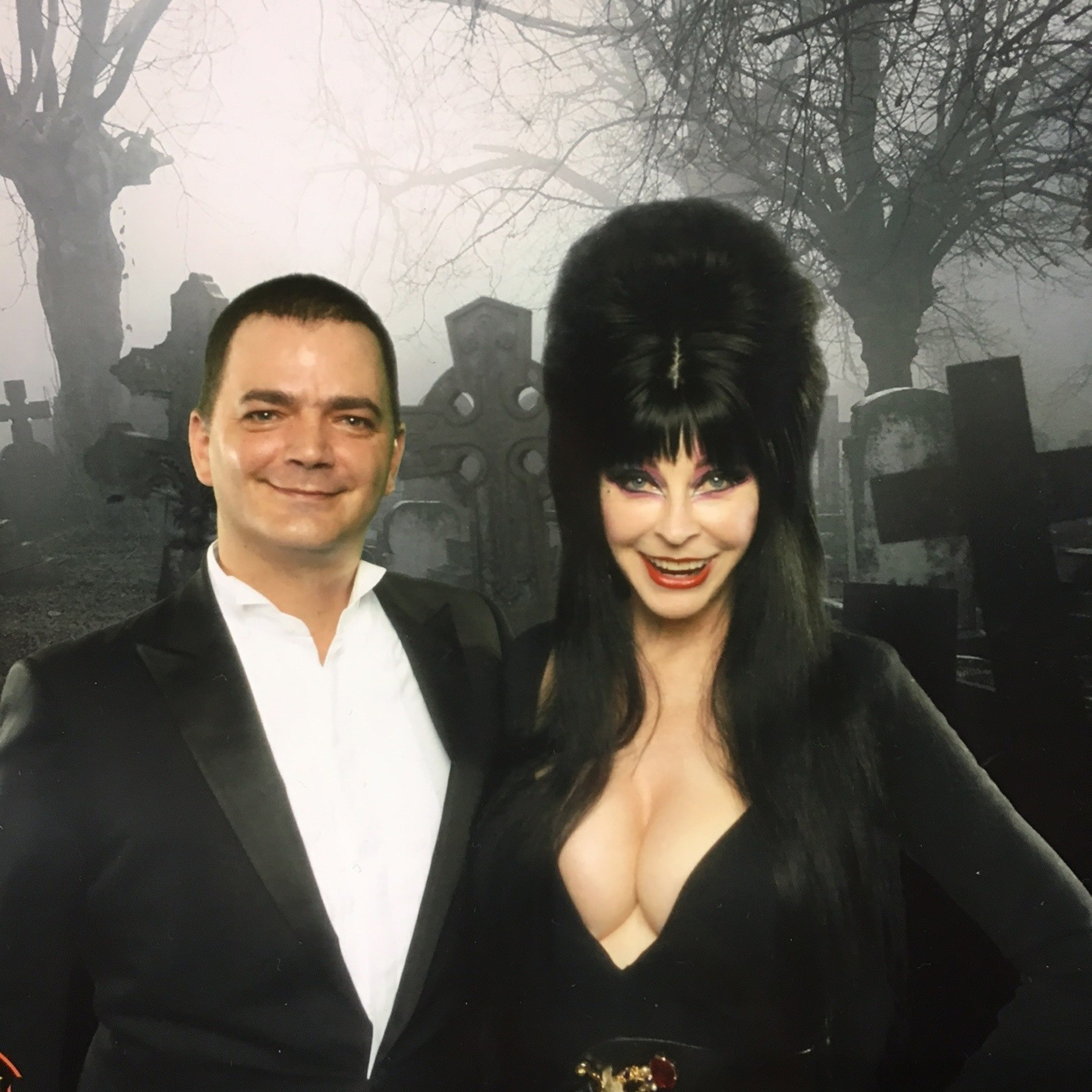 Elvira - Mistress of the Dark, Introduces the Next 'Monster Mash' Song