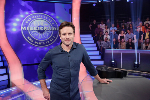 """Nashville"" Star Charles Esten makes ""Millionaire"" history, becoming first celebrity contestant  ..."