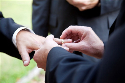 When it comes to saying I do in the City  of Good Neighbors, the Courtyard Chicago Arlington Heights/South aims to dazzle couples with newly renovated spaces to marry, celebrate, socialize and sleep. Traditional and Chicago LGBT wedding couples will receive a complimentary suite, shuttle to partnered venues, gift from the general manager which includes champagne and Polish chocolates, complimentary breakfast and an evening after party at The Bistro –   Eat. Drink. Connect. For information, visit www.marriott.com/CHIAH or call 1-847-437-3344.  (PRNewsFoto/Courtyard Chicago Arlington Heights/South)