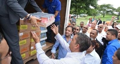 Goya Foods y el congresista electo de Estados Unidos Adriano Espaillat donaron 10,000 libras de productos Goya a las victimas de las recientes inundaciones en la Republica Dominicana.