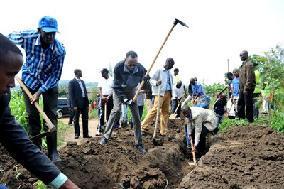"President Kagame, who regularly join villagers in community work, has said communities should work together to ""build the things we need."" ""No one else will do it for us."" (PRNewsFoto/KT Press)"