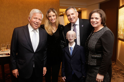 NFL New England Patriots owner Robert Kraft (left) with Sam Berns (center), at the New York premiere of the HBO Documentary LIFE ACCORDING TO SAM on October 8. Also pictured are (from left) Ricki Lander, and Sam's parents Scott Berns and Leslie Gordon. Kraft has pledged to match up to $500,000 in donations to the Progeria Research Foundation by October 23. LIFE ACCORDING TO SAM premieres on HBO on Monday, October 21 at 9 p.m. ET/PT.  (PRNewsFoto/Progeria Research Foundation, Thos Robinson/Getty/HBO)