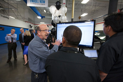 Universal Technical Institute instructor, students shift into high gear in GM Technician Career Training program, prepare to fill nationwide need for automotive service technicians.  (PRNewsFoto/Universal Technical Institute)