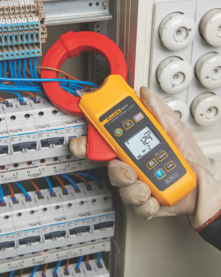 The new Fluke 368 FC and 369 FC Leakage Current Clamps help industrial electricians and maintenance technicians identify, document, record, and compare leakage current readings over time to help prevent problems before they happen without shutting down critical equipment.
