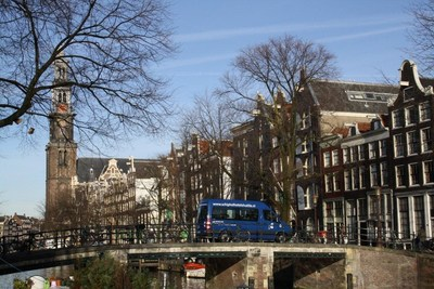SuperShuttle now available in Amsterdam (PRNewsFoto/SuperShuttle International)
