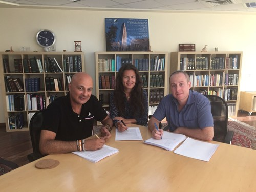 In the photo left to right : Mr. David Leb (CEO of Eco Wave Power) , Ms. Inna Braverman (Co-Founder and Marketing Director) and Mr. David Oren (Managing Partner of Pirveli Ventures) (PRNewsFoto/Eco Wave Power) (PRNewsFoto/Eco Wave Power)
