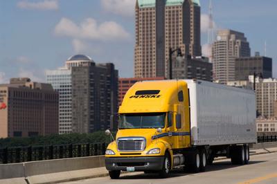 Penske Truck Leasing Establishes Diesel Excellence Scholarship Program with Universal Technical Institute (UTI) Foundation