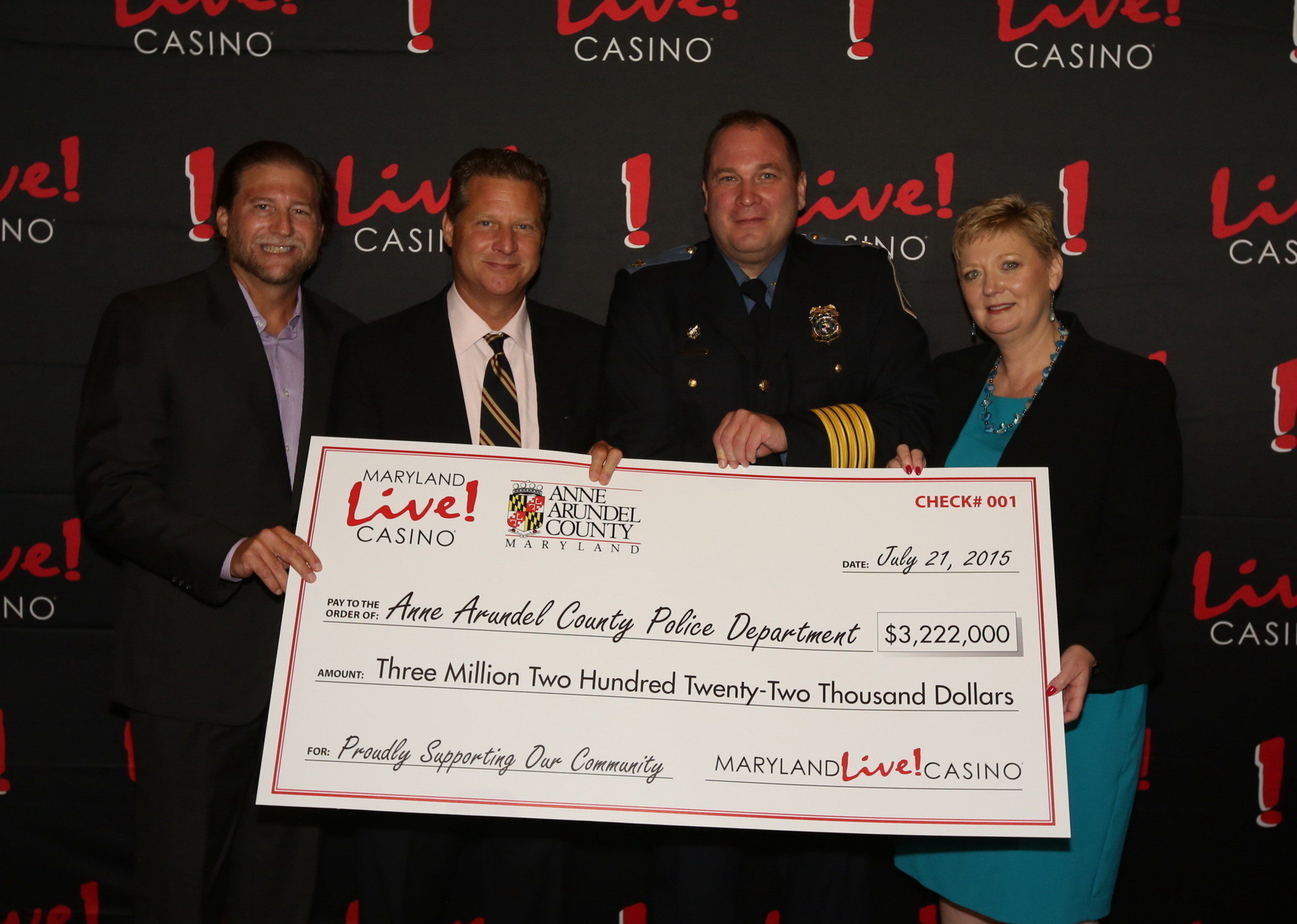 Joe Weinberg (left) of The Cordish Companies, and Anne Arundel County Executive Steve Schuh (2nd from left) today awarded $16 million in local impact grants for fiscal year 2016 to various grant recipients, including local Police, Fire, schools, and parks, as recommended by the Local Development Council (LDC), which helps to manage the allocation of county gaming tax revenue to local organizations.
