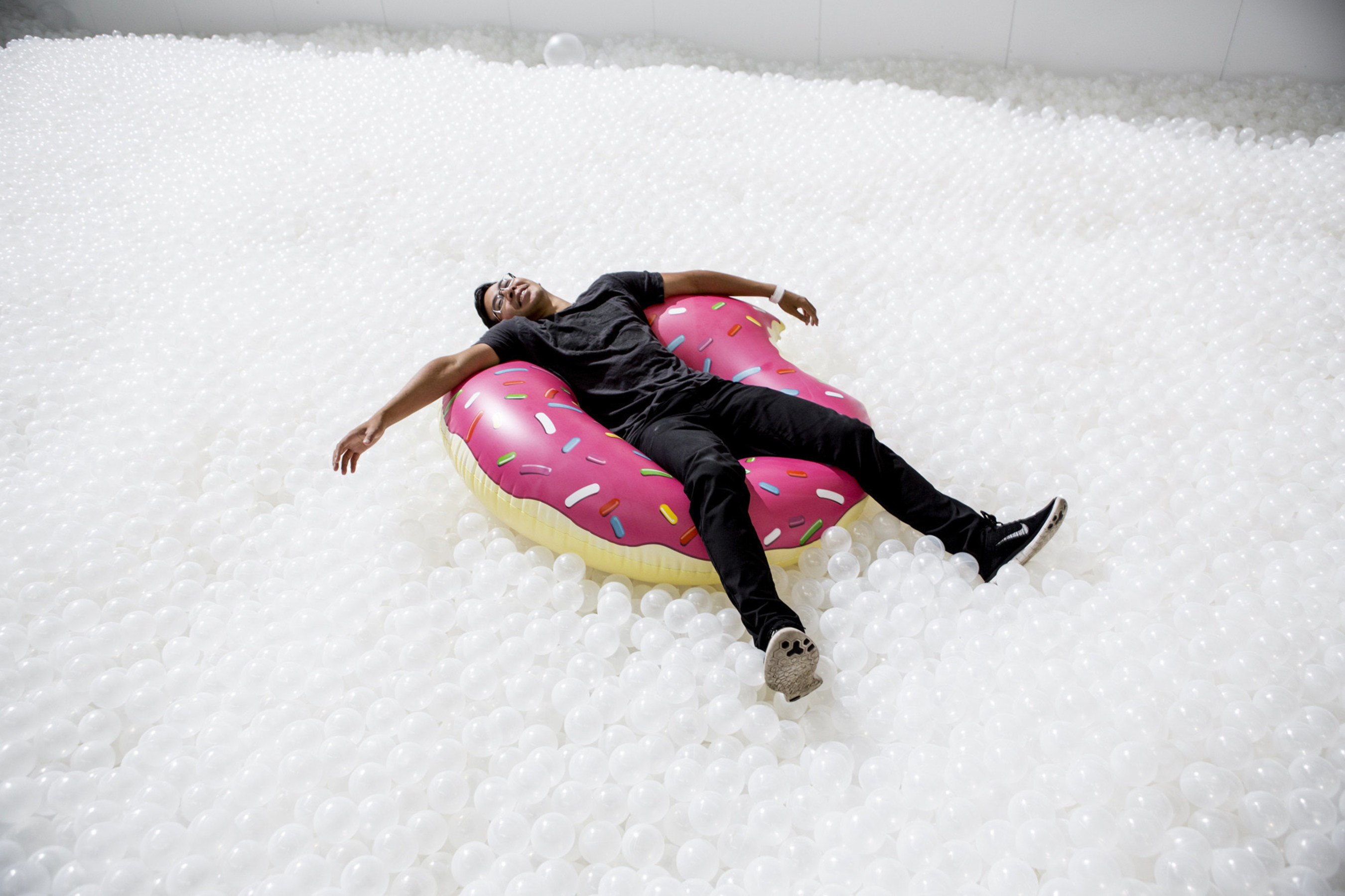 This summer, for a cool change, hit The Beach - a joyous monochromatic installation of 1.1 million recyclable polyethylene balls at The Cutaway, Barangaroo Reserve. A quintessential Australian experience is reimagined by New York-based art and architecture collaborative practice, Snarkitecture.