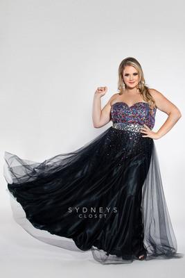 Sydney's Closet Black Prom Dress.  (PRNewsFoto/Sydney's Closet)