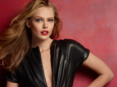 Maybelline New York announces that Swedish supermodel Frida Gustavsson was signed to the brand. She joins a distinguished roster of A-list spokeswomen.  (PRNewsFoto/Maybelline New York)